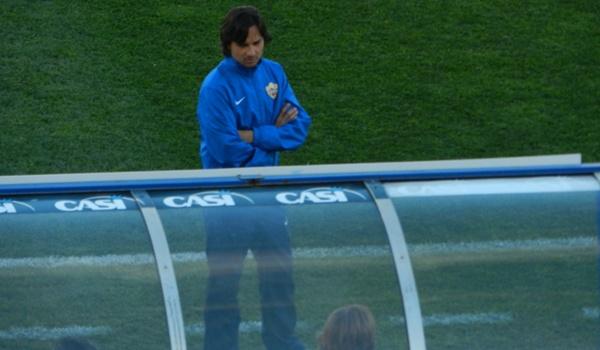 El entrenador del Almería, Javi Gracia, sancionado ante el Villarreal, no se sentó en el banquillo