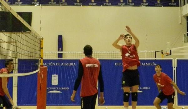 El jugador de Unicaja Almería quiere ya pensar en Superliga de voleibol