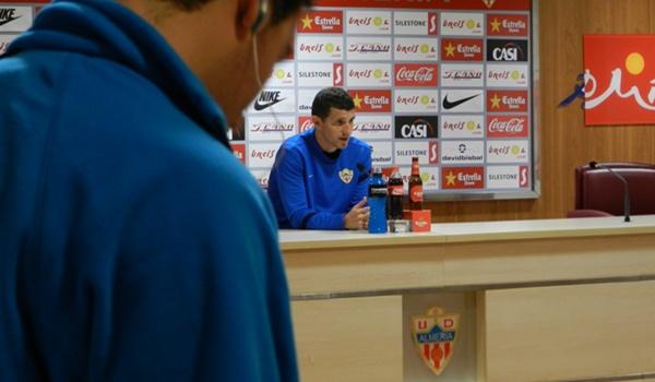 El entrenador del Almería cumplirá dos partidos de sanción en Liga Adelante