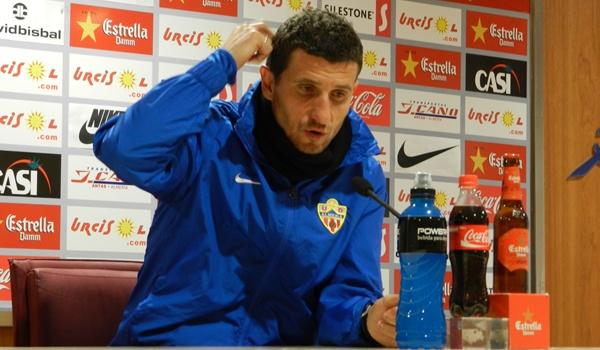El entrenador del Almería tampoco podrá estar en el banquillo de Chapín