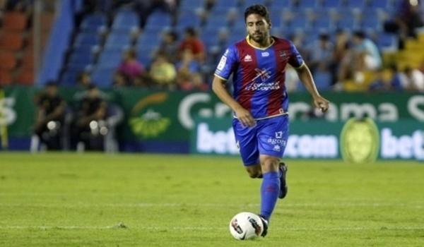 El jugador valenciano ha recalado en el Almería de Liga Adelante hasta final de temporada