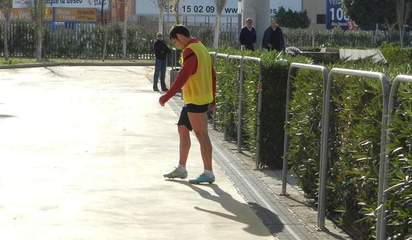 El lateral derecho del Almería es duda para jugar ante el Villarreal en el duelo de favoritos de la Liga Adelante