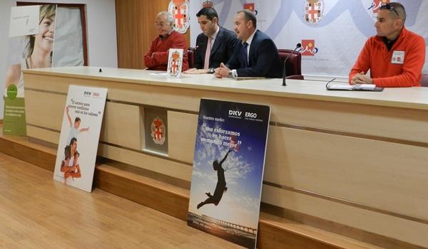 DKV Seguros, el Club Voley-Playa Almería y el Patronato Municipal de Deportes llevan este deporte a la calle