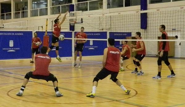 Nacido en Cartagena y central de Unicaja Almería de voleibol de la Superliga en España