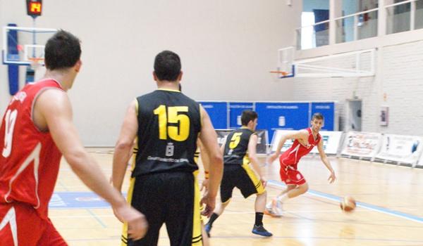El equipo de baloncesto de la capital no pudo con el conjunto de la provincia de Granada
