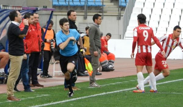 El jugador del Almería alterna a Liga Adelante con la Segunda División B