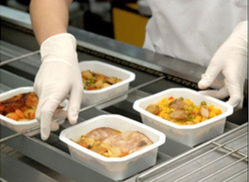 'Apadrina un Menú', una campaña para que almerienses en riesgo de exclusión puedan comer cada día