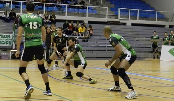 El receptor de Unicaja Almería confía en que se pueda ganar la Superliga de Voleibol