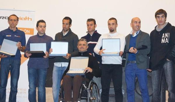 La Federación homenajea al campeón de España también en duatlón y acuatlón