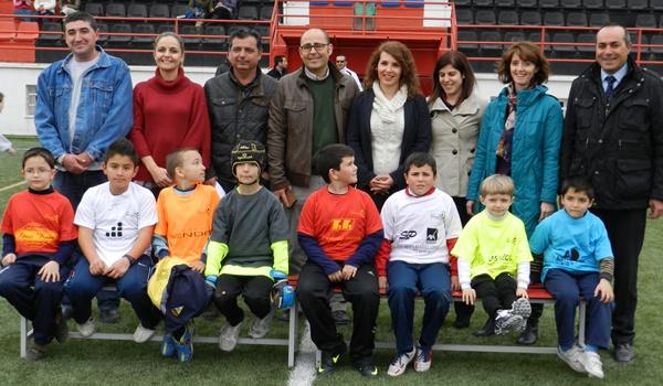 Los niños de este pueblo de Almería juegan al fútbol
