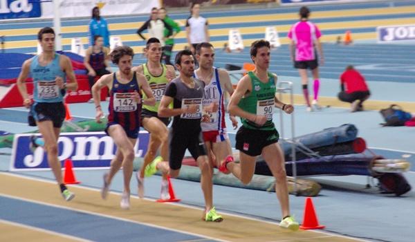 El atleta de Almería en el Campeonato de España de atletismo corriendo los 800 metros libres