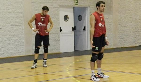 El líbero de Unicaja Almería de Voleibol confía en el líder de la Superliga ante Teruel