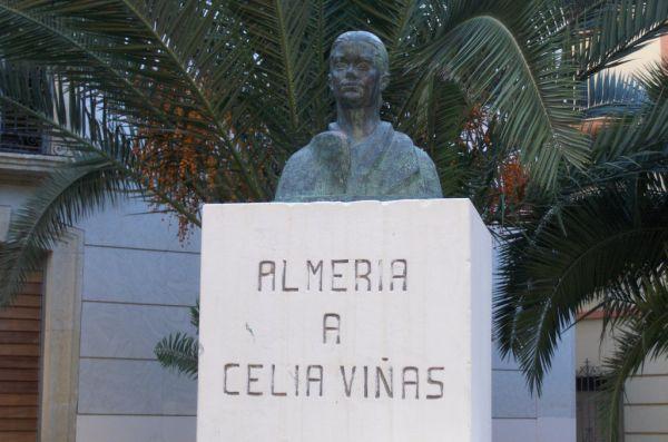 Estatua Celia Viñas