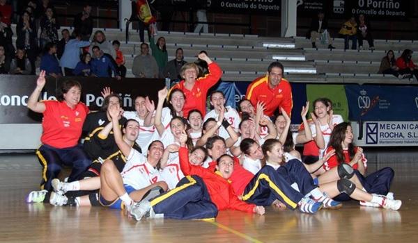 Selección de balonmano femenino con una portera de Almería