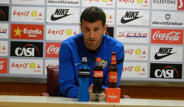 El entrenador de la UD Almería de la Liga Adelante, que busca el ascenso a Liga BBVA