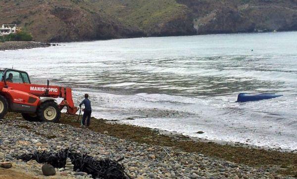 Encontrado el cuerpo sin vida de un hombre en la playa de Las Negras