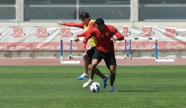 Defensa llegado de Uruguay a la UD Almería de España para Liga BBVA y Liga Adelante