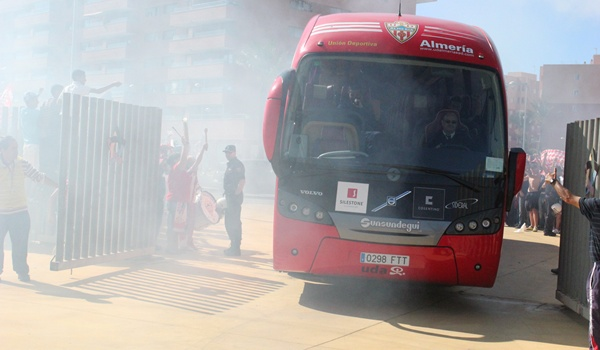 Recibimiento a los dos equipos de Liga Adelante con los ilicitanos ya de Primera