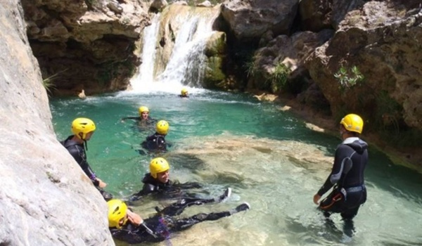 El Ayuntamiento organiza aventura con rafting, kayak y buceo además del barranquismo