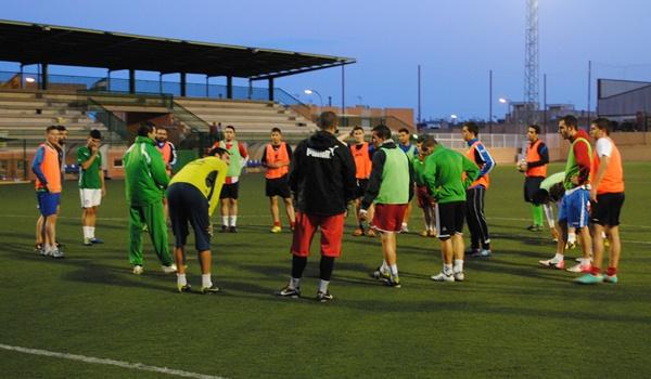 El equipo de Almería busca la permanencia en Tercera División ante el Atarfe