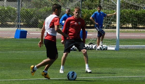 La UD Almería ante dos partidos decisivos para ascender con el Girona y el Villarreal