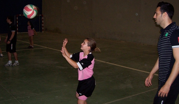 Voleibol con el Campeón de la Superliga de España para los niños y niñas
