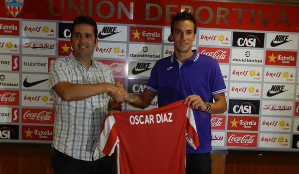 El director deportivo del Almería, Alberto Benito, presenta a su nuevo delantero
