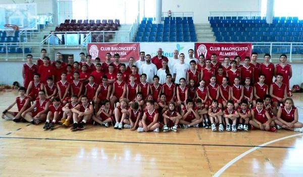 Baloncesto de formación con los niños y con los jóvenes