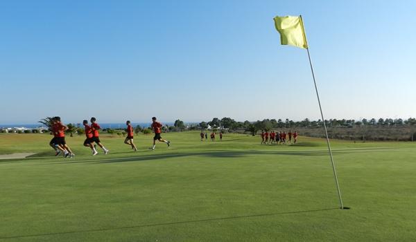 El Almería entrena en un campo de golf su pretemporada de Primera