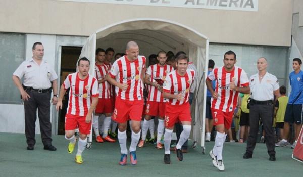 El Almería ante su público contra el Granada antes de afrontar la Primera División