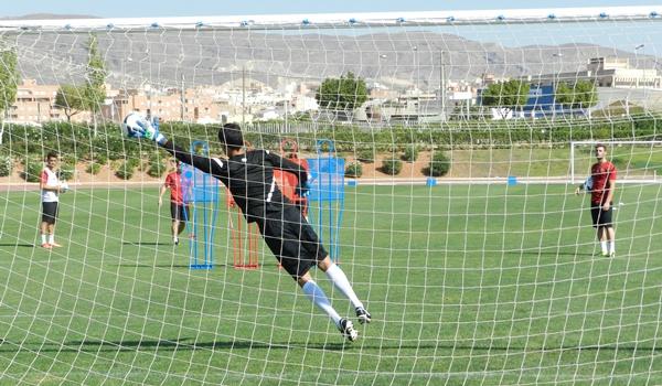 La UD Almería tiene que decidir portero titular para el partido ante el Villarreal