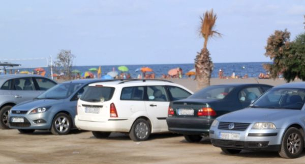 parking en playa nudista