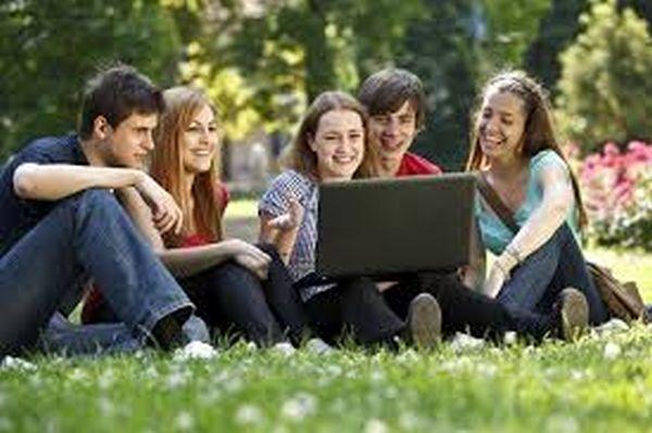 estudiantes en el parque