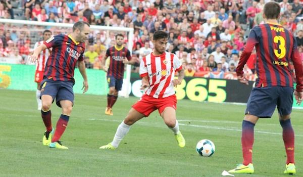 El jugador está cedido del Liverpool al Almería