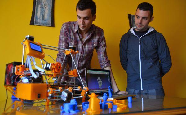 Alumnos UAL Juan Gonzalez y Javier Rodriguez crean primera impresora 3D Almeria