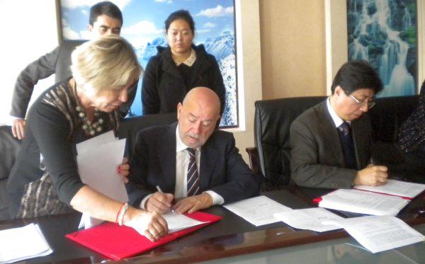 Firma acuerdo univrsidad Chanchung en China