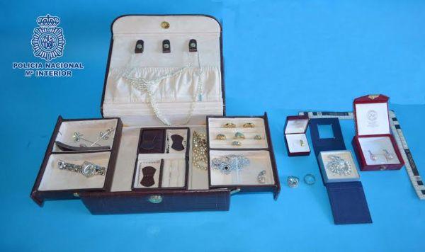 Joyas y objetos recuperados por la Policía Nacional