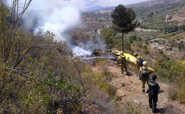Especialistas contraincendios en el lugar del accidente