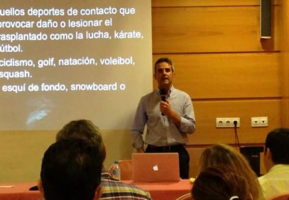 Antonio Ríos en su charla sobre la importancia del deporte