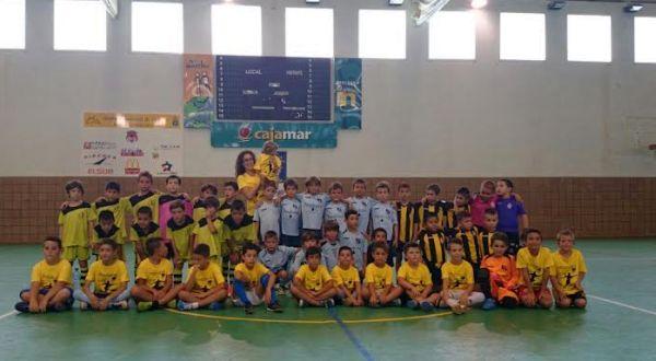 Foto de familia del torneo solidario de fútbol sala