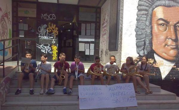 Concierto protesta de los alumnos aprobados y sin plaza