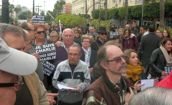 Ciudadanos franceses residentes en la capital han acudido a la concentración