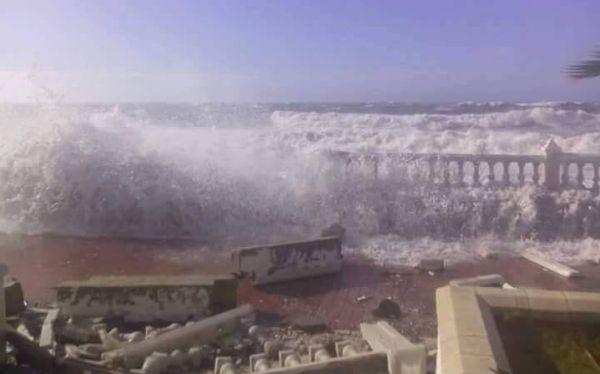 efecto del mar en el paseo marítimo