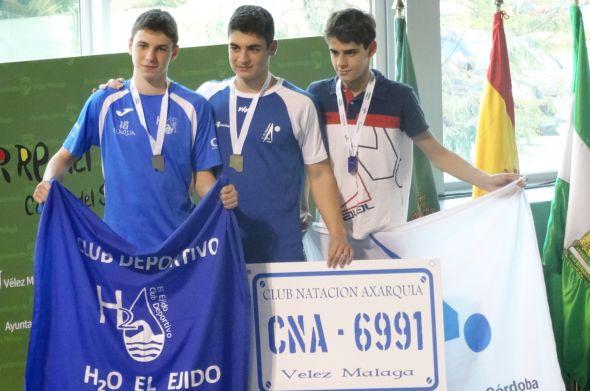 Alejandro Robles, subcampeón 50 y 100 libres, Bronce en 200 espalda, plata y bronce en relevos