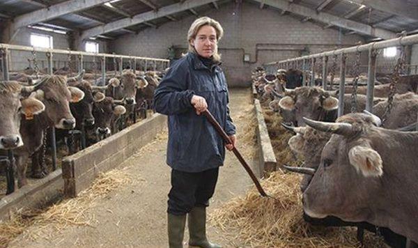 Mujer ganadería