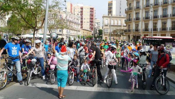 Marcha por Almería en defensa del uso de la bicicleta