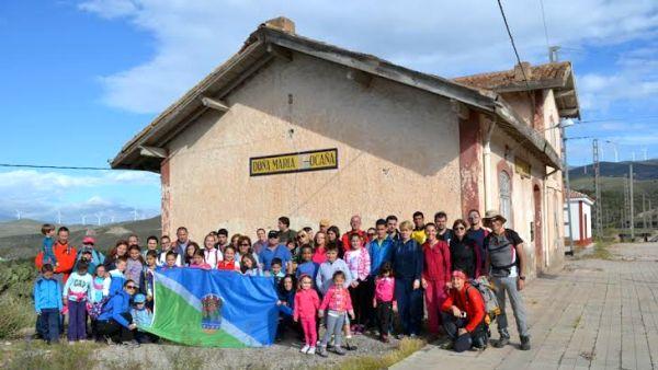 Foto de grupo en el apeadero de Doña María