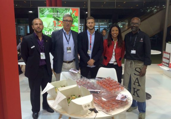 El chef de Costa de Marfil, Serge Kouakuo ofreció una degustación de Sweet Palermo en el stand de La Unión