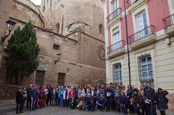 Foto de familia de la expedición por el centro de Almería. Foto: José Ángel Valente