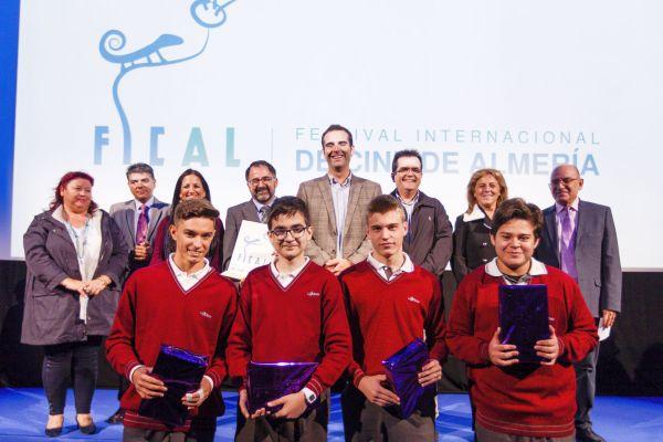 El alcalde de Almería ha hecho entrega del premio a los ganadores de La Salle